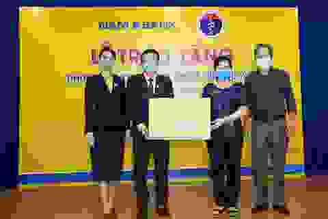 Nam A Bank trao tặng 2 phòng cách ly áp lực âm và 40 giường y tế chống dịch Covid-19