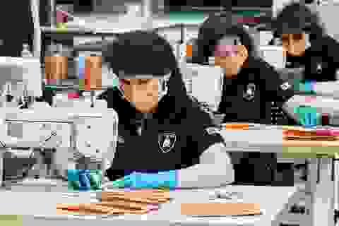 """Hãng siêu xe Lamborghini """"lấn sân""""sản xuất khẩu trang, tấm chắn bảo hộ"""