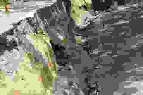 Đường giao thông vùng ngọt hóa lại sụt lún sâu hơn 3m vì khô hạn