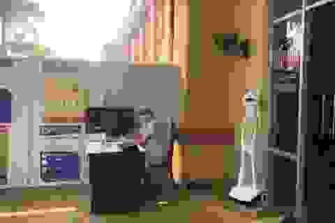 Bệnh viện đầu tiên ở Tây Nguyên dùng robot để kiểm tra thân nhiệt