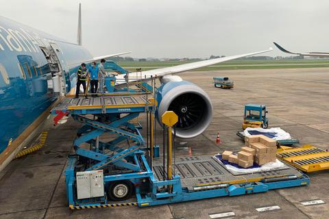 Những chuyến bay chở hàng trên khoang khách của Vietnam Airlines