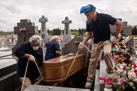 Số người chết tại Tây Ban Nha tăng trở lại, vượt 14.500