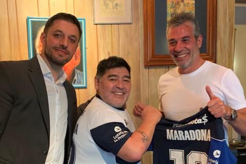 Maradona khoe cuộc sống lành mạnh trong thời gian tự cách ly