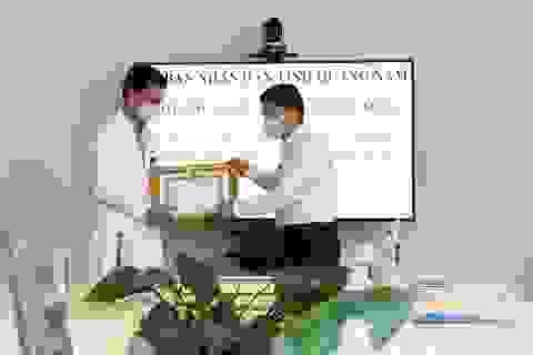 Khen thưởng các y bác sĩ điều trị thành công ca bệnh Covid-19 thứ 57
