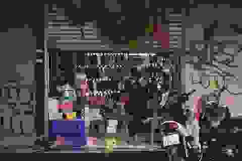 Chưa hết cách ly xã hội, nhiều cửa hàng kinh doanh vẫn mở cửa