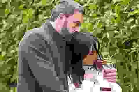 Ben Affleck hạnh phúc bên bạn gái trẻ đẹp