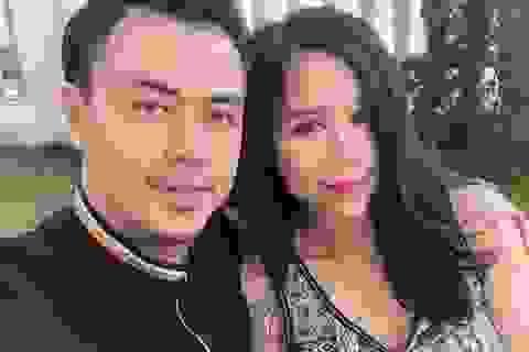 """MC Tuấn Tú nói gì khi bị cho sợ vợ nên không dám đóng cảnh """"nóng""""?"""