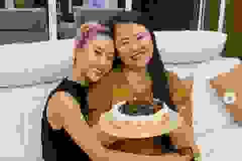 Quỳnh Anh Shyn chơi đàn, khoe mẹ có giọng hát hay không ngờ