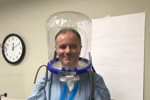Máy thở kiểu mũ bảo hiểm cháy hàng mùa dịch Covid-19