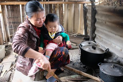 Trái tim người mẹ nghèo vỡ vụn vì không có tiền phẫu thuật tim cho con