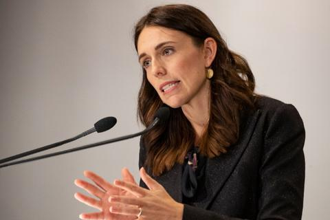 Thủ tướng, các bộ trưởng New Zealand tình nguyện giảm 20% lương 6 tháng