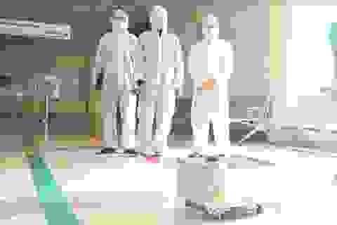 Thử nghiệm robot lau sàn khử khuẩn phòng bệnh ở Bệnh viện Nhiệt đới