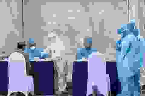 Hà Nội: Xét nghiệm nhanh Covid-19 cho gần 500 người ở làng hoa Tây Tựu