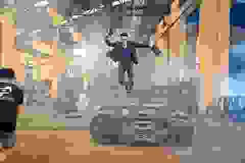 Isaac bay trên không trong phim hành động mới