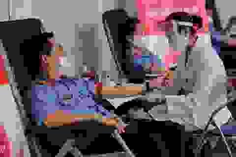 Gần 200 cán bộ Viện kiểm sát nhân dân tối cao tham gia hiến máu tình nguyện