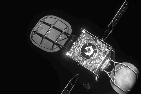 """Vệ tinh Intelsat """"sống lại"""" trên quỹ đạo nhờ một sứ mệnh lịch sử thành công"""