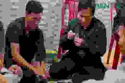 Cách chức chủ tịch xã đánh bạc giữa đại dịch