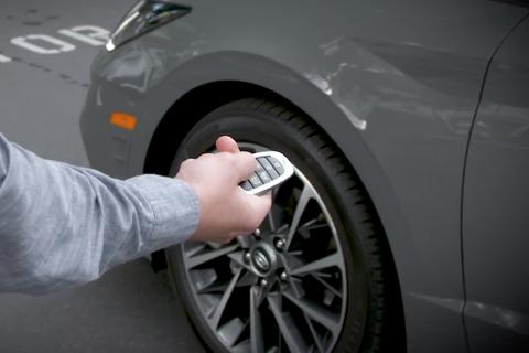 Hyundai triệu hồi Sonata vì tính năng... điều khiển xe từ xa