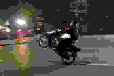 """Hà Nội: Cảnh sát cơ động bị tông gãy chân khi chặn """"quái xế"""""""