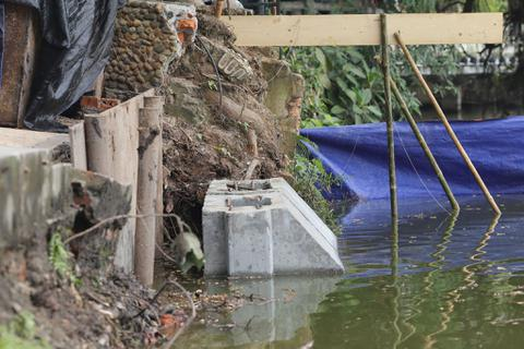 Hà Nội dùng bê tông khối đúc sẵn kè hồ Hoàn Kiếm
