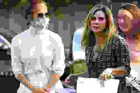 Jennifer Lopez vui vẻ bên vợ cũ của bạn trai