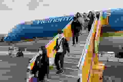 Hàng không quốc gia đưa hơn 200 người Việt từ vùng dịch Pháp về nước