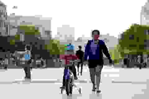 Ngày đầu nới lỏng cách ly: Dân Sài Gòn dạo phố, ra công viên tập thể dục