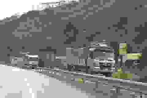 Dân tiếp tục phá rào chắn, mở quán ăn trên tuyến cao tốc dài nhất Việt Nam
