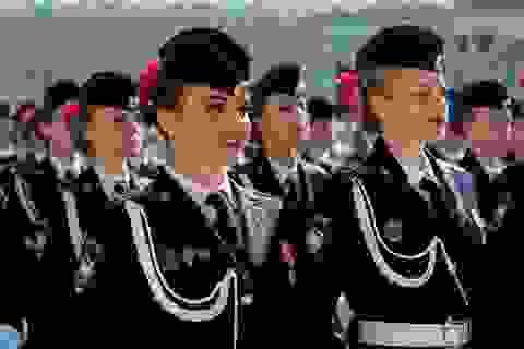 """Những """"bông hồng thép"""" trong lực lượng vũ trang Nga"""