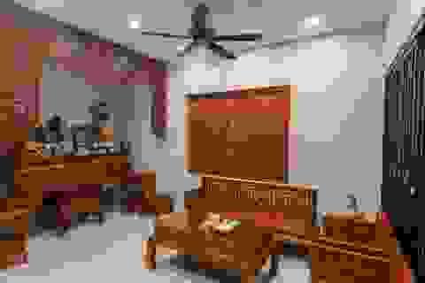"""Ngôi nhà nổi bật bởi kiến trúc """"lai"""" Đông - Tây trên phố Hà Nội"""