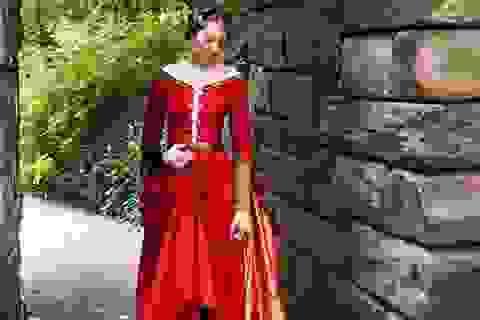 Cô gái tự khâu váy áo cổ điển khiến dân mạng thích thú