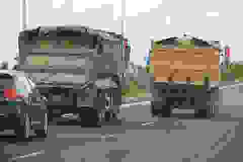 """Đoàn xe """"siêu tải"""" cày xéo quốc lộ nghìn tỷ vừa xây xong ở Bình Định"""