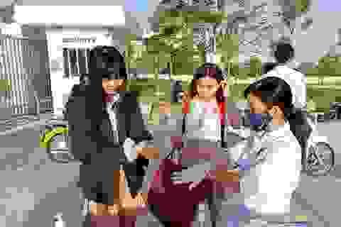 Ninh Thuận: Học sinh lớp 9, 12 đi học trở lại kể từ ngày 27/4