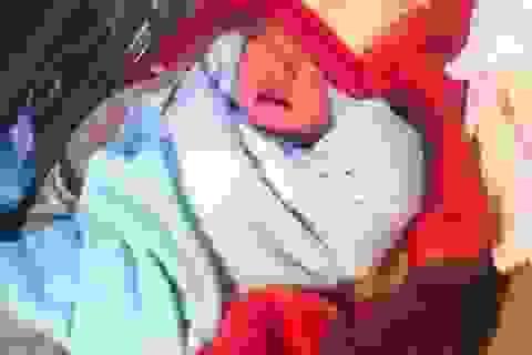 Bé gái sơ sinh bị bỏ rơi trong nhà nghỉ