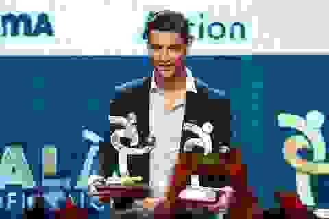 """C.Ronaldo cảm thấy bị """"cướp trắng"""" Quả bóng vàng"""