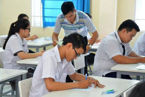 Kiến nghị Bộ trưởng Giáo dục hạn chế việc xét tuyển vào đại học bằng học bạ