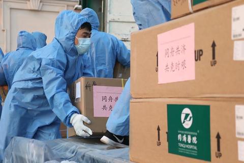 """Trung Quốc và lời hứa không hạn chế xuất khẩu vật tư y tế """"cứu"""" thế giới"""