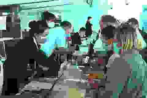 """Đưa hơn 180 du khách Nga """"mắc kẹt"""" tại Việt Nam về nước"""