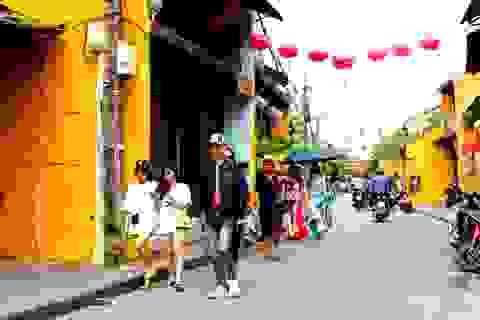 Du khách bắt đầu quay lại phố cổ Hội An sau lệnh cách ly xã hội