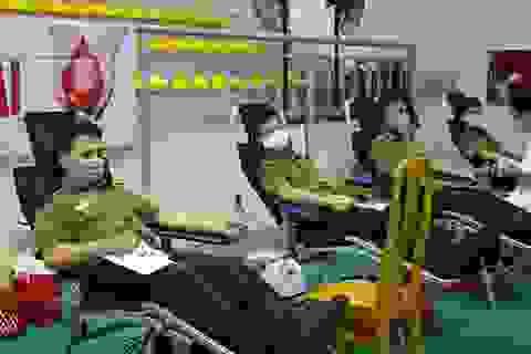 Hơn 500 chiến sỹ công an Quảng Bình tham gia hiến máu cứu người