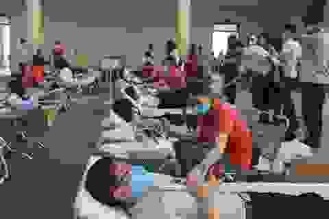 Hàng trăm đoàn viên, công đoàn tham gia hiến máu tình nguyện