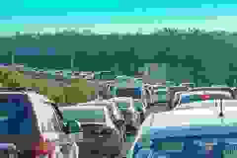 Cao tốc phía Đông Sài Gòn kẹt cứng suốt nhiều giờ