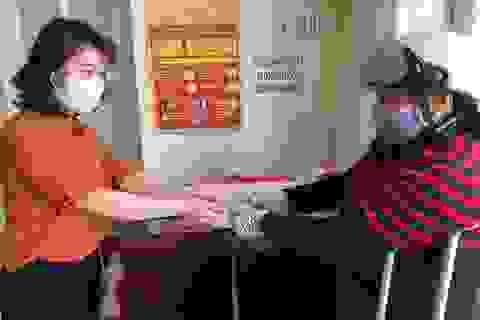 Lâm Đồng: Gần 800 người bán vé số nhận tiền hỗ trợ trong dịp lễ 30/4 và 1/5