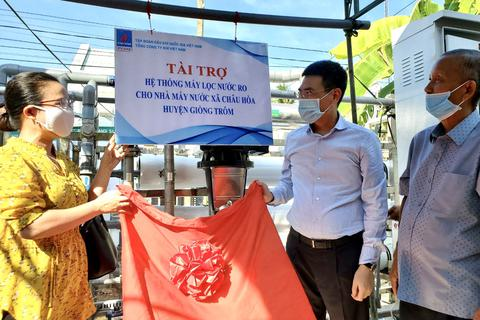 PV GAS trao tặng 2 hệ thống lọc nước cho nhân dân Bến Tre
