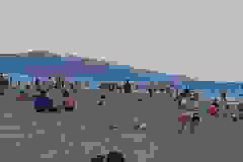 Biển Đà Nẵng không còn cảnh ken đặc người dịp Lễ