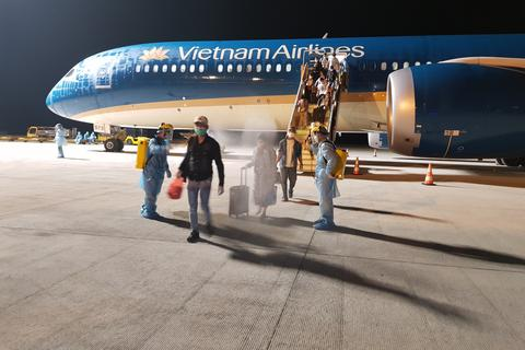 Lần đầu tiên vận chuyển người Việt từ vùng dịch Trung Đông về nước