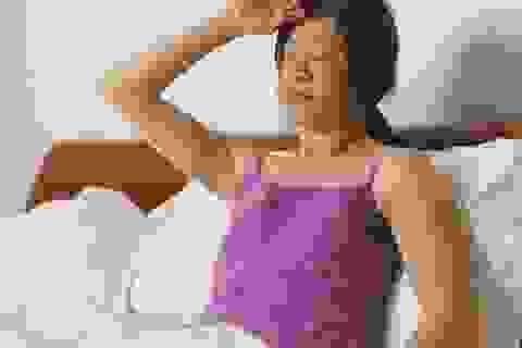 Ngủ phòng mát lạnh vẫn đổ mồ hôi ướt đẫm có thể là dấu hiệu ung thư máu
