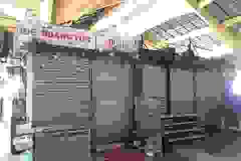 """Hàng loạt quầy, sạp tại chợ Bến Thành vẫn """"cửa đóng, then cài"""" vì ế khách"""