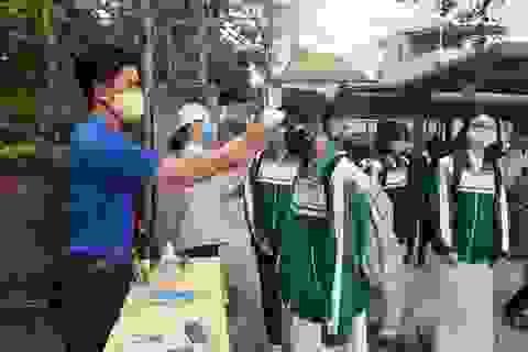 Quảng Trị: Lấy mẫu xét nghiệm SARS-CoV-2 gần 100 HS sắp thi tốt nghiệp THPT