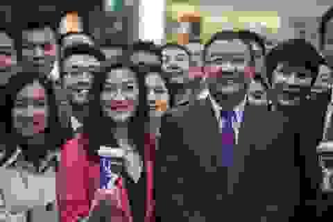 """Người đứng đầu """"Starbucks Trung Quốc"""" đánh mất 1 tỷ USD sau bê bối gian lận"""